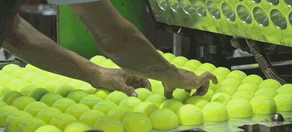 気持ちええ…。テニスボールができるまでの工程、全部見せます