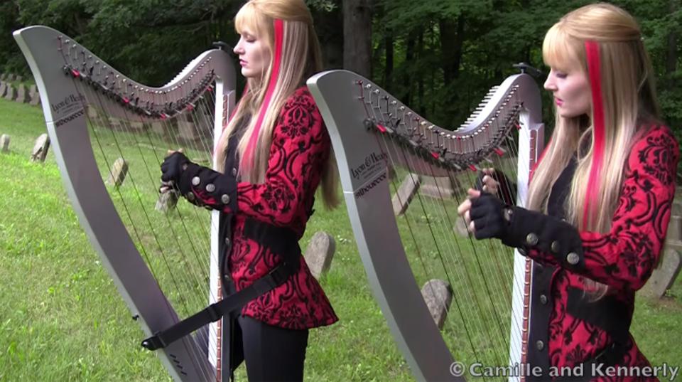 美人双子姉妹がハープで奏でる、アイアン・メイデン「The Trooper」