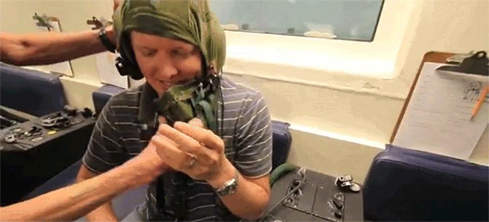 フライト中の非常時に自分の酸素マスクを真っ先につけるべき理由