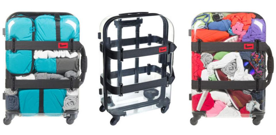 中身スッケスケの丸見え。透明のスーツケースで旅する勇気