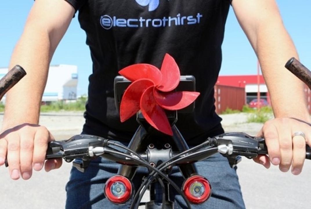 チャリ乗ってチャージ。自転車に装着して発電する「Drill Turbine」