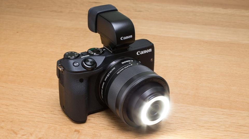 想像を超える実力。世界初のLEDライト一体型レンズ「EF-M28mm F3.5 マクロ IS STM」はイロモノではない