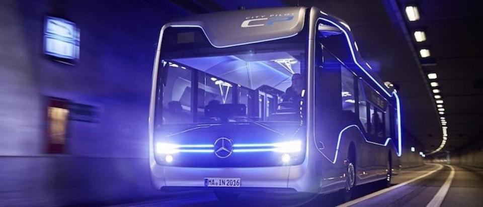 ペダル踏んじゃえ。半分だけ自動運転のメルセデス・ベンツの「Future Bus」