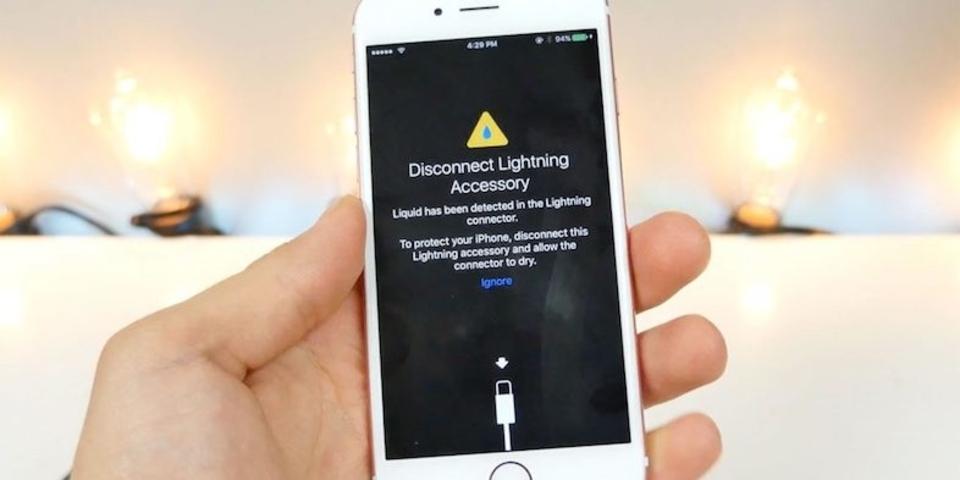 濡れケーブルはダメ。iOS 10 beta 3はLightningコネクタの水濡れを警告します