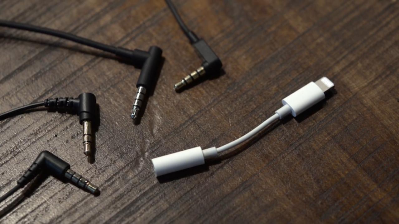 5dc51b5150 シンプルな解決策。iPhone 7のLightning→イヤホンジャック変換アダプタ ...