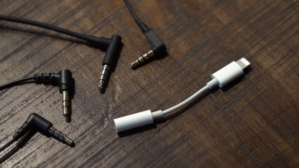 シンプルな解決策。iPhone 7のLightning→イヤホンジャック変換アダプタが流出?