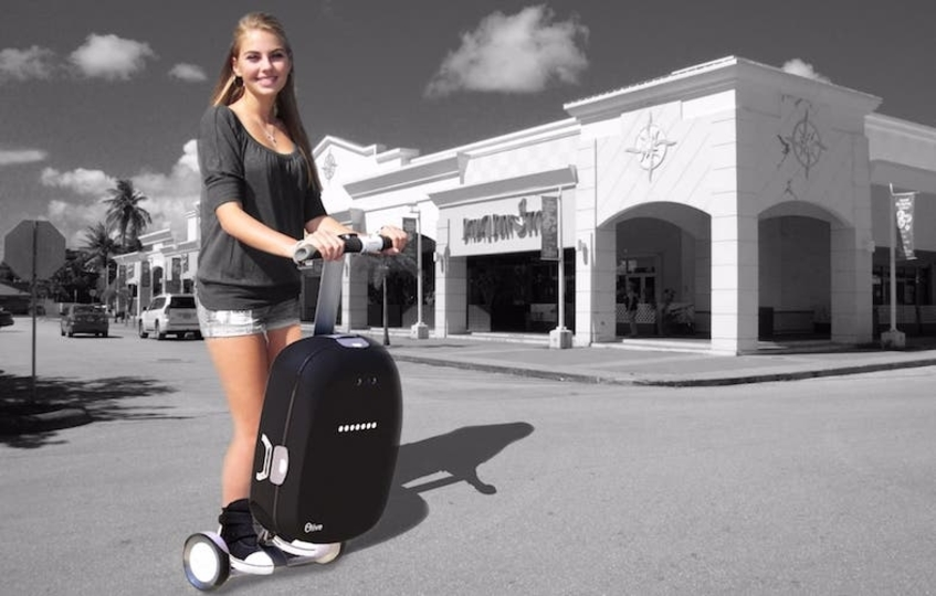 セグウェイかい! 引っ張る必要の無いスーツケース「Olive」