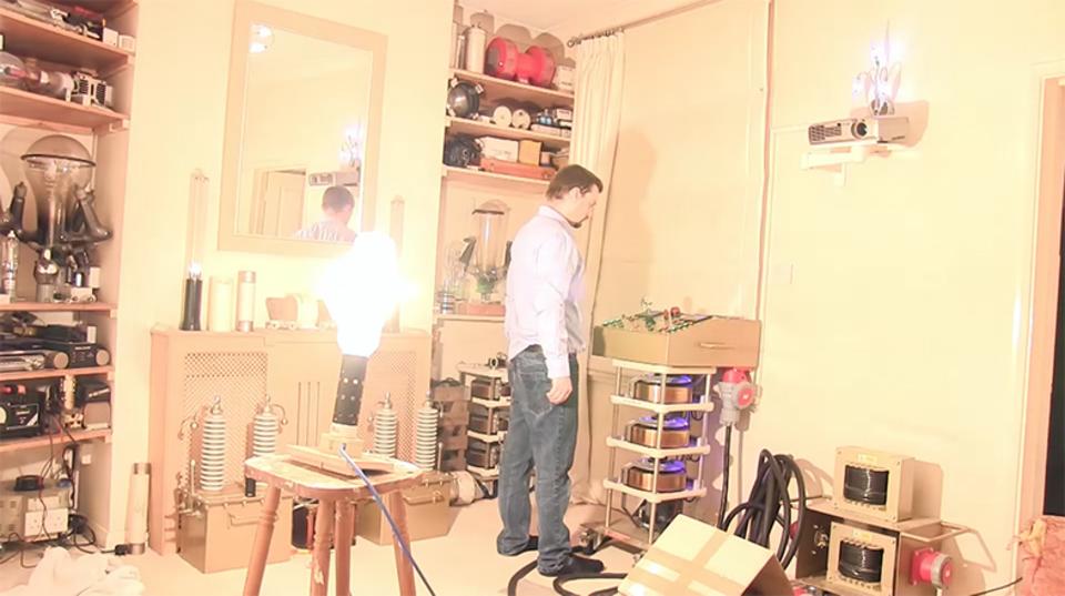 2万ワットのハロゲン電球の威力ってどんなもん? 一般家庭で試してみた