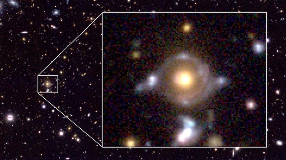 宇宙に現れた神の目。重力レンズ天体「ホルスの目」