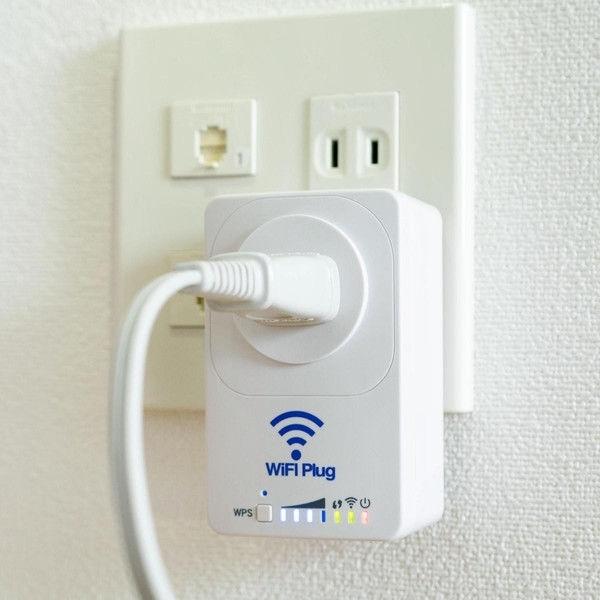 「見守りコンセントWiFi-Plug」をコンセントに差し込んだ様子