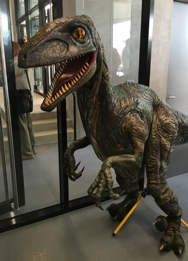 恐竜の着ぐるみ