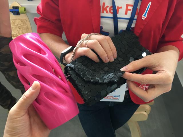 3Dプリンター製のオブジェとバッグ