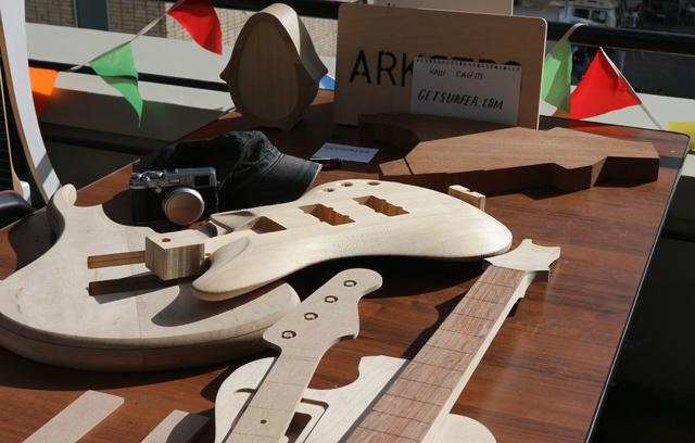 CNC製のギター