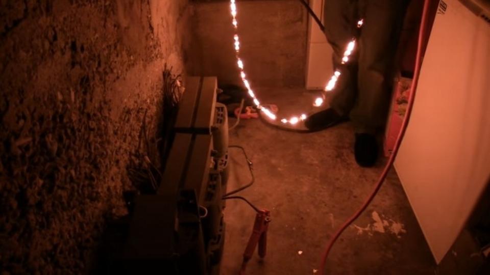 まるでグフのヒートロッド。鉄の鎖に高電圧をかけつづけると…