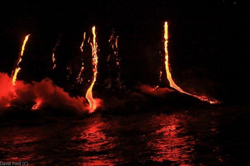 崖から海に流れ落ちるハワイの溶岩がファンタジーなことよ10