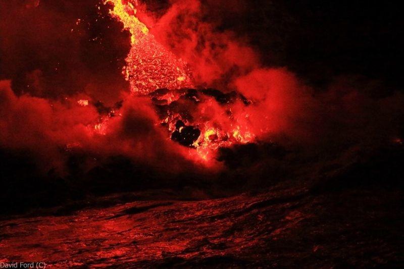 崖から海に流れ落ちるハワイの溶岩がファンタジーなことよ11