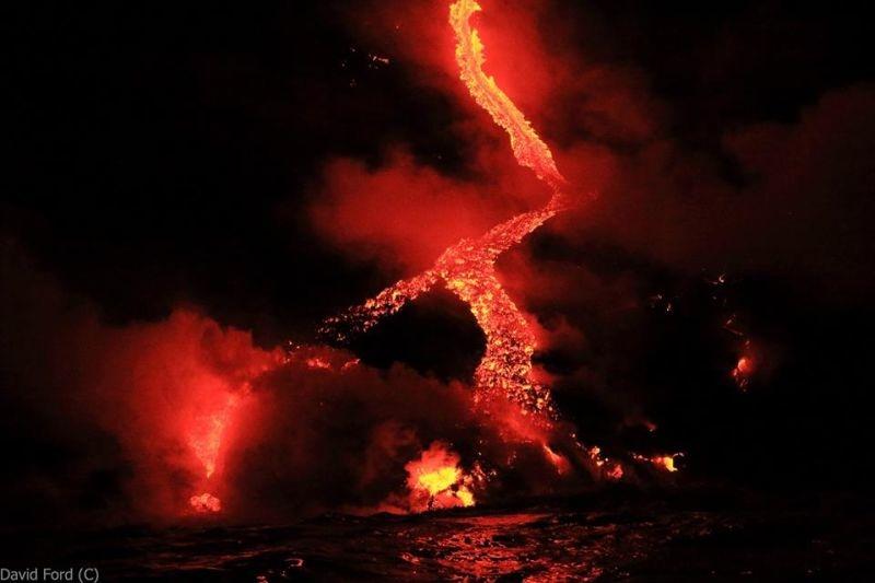 崖から海に流れ落ちるハワイの溶岩がファンタジーなことよ13