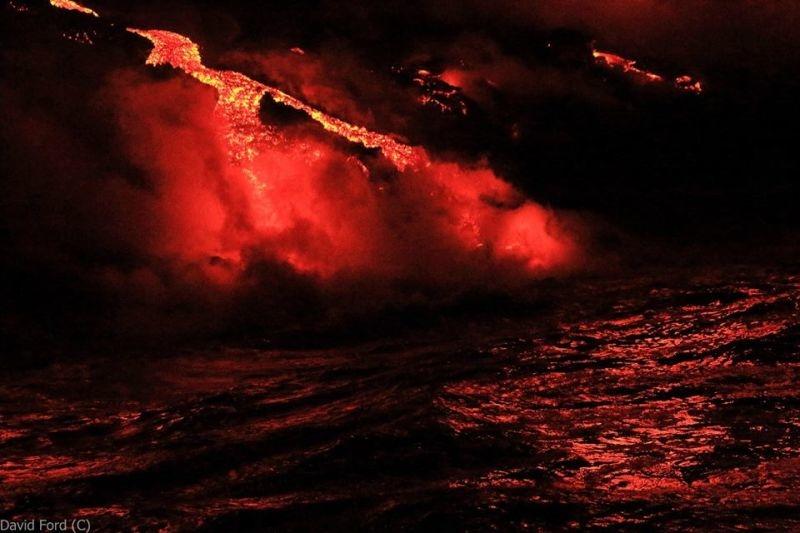 崖から海に流れ落ちるハワイの溶岩がファンタジーなことよ14