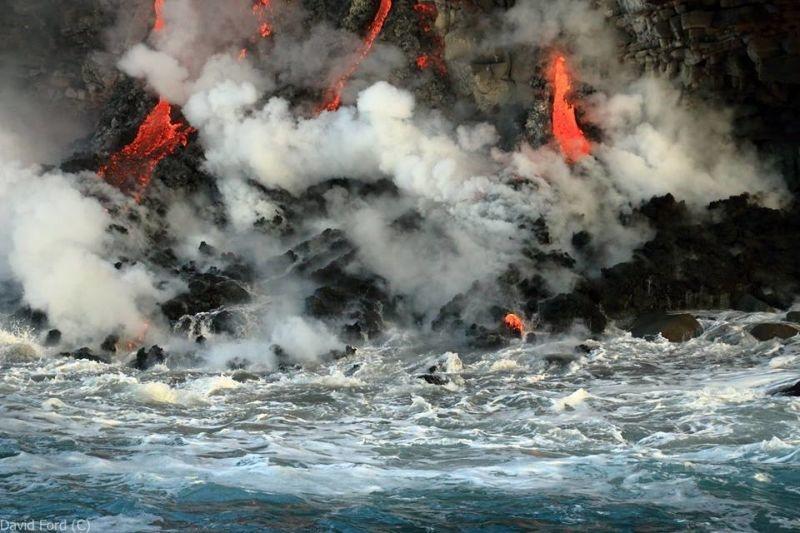 崖から海に流れ落ちるハワイの溶岩がファンタジーなことよ2