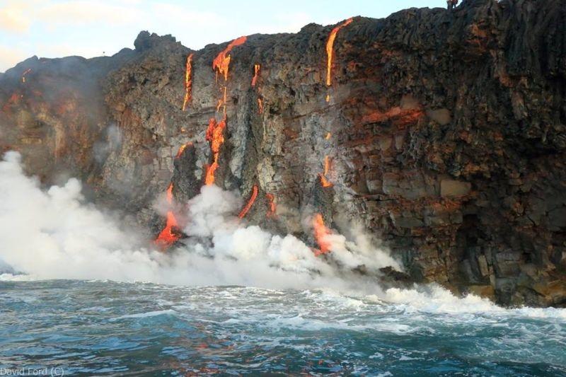 崖から海に流れ落ちるハワイの溶岩がファンタジーなことよ4