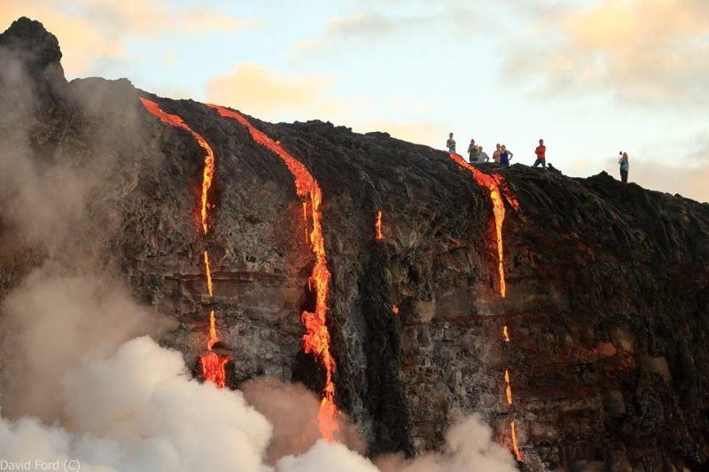 崖から海に流れ落ちるハワイの溶岩がファンタジーなことよ5