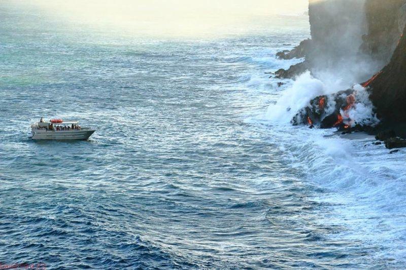 崖から海に流れ落ちるハワイの溶岩がファンタジーなことよ6