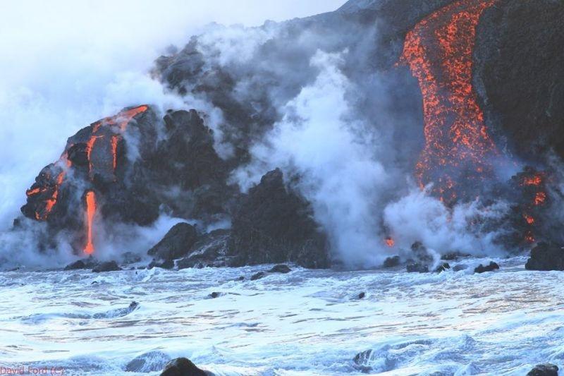 崖から海に流れ落ちるハワイの溶岩がファンタジーなことよ7