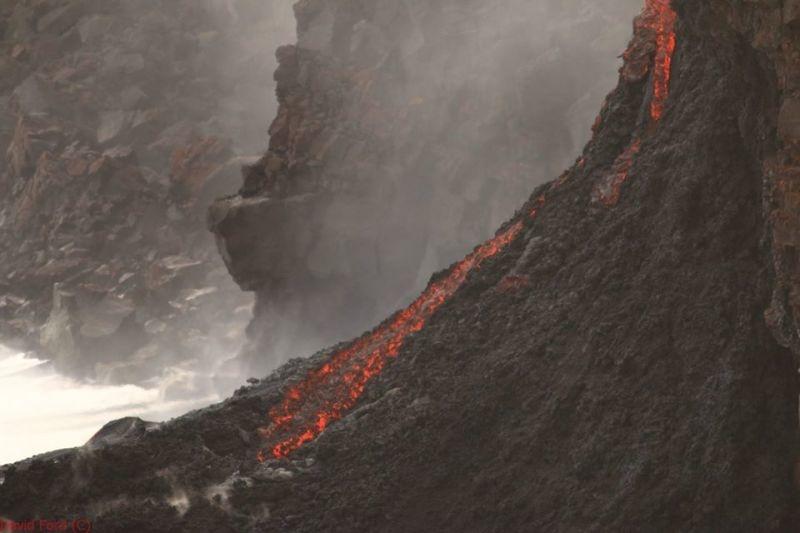 崖から海に流れ落ちるハワイの溶岩がファンタジーなことよ9