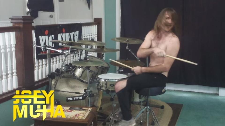 メタライズ・ドラムの達人が演奏する「ドラキュラII 呪いの封印」