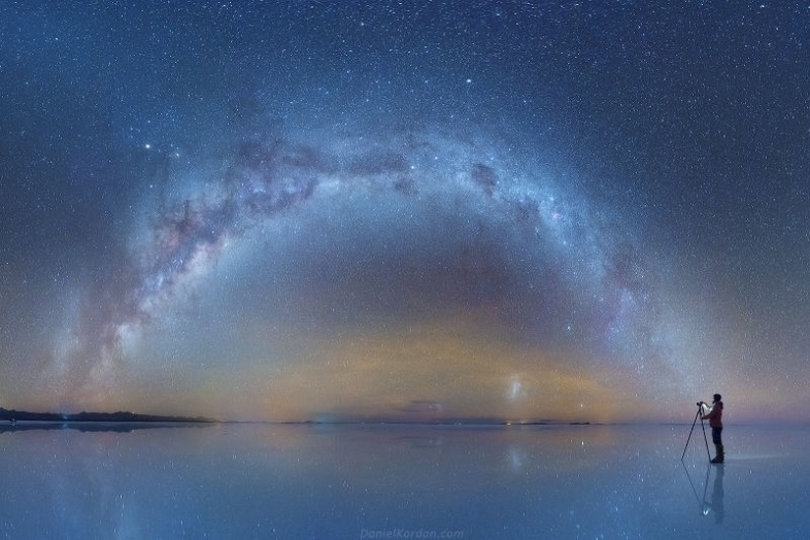 空と湖の境目はどこへ…。ウユニ塩湖に映る星空を撮影したら息を呑む美しさ