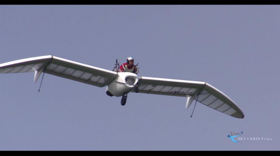 「風の谷のナウシカ」のメーヴェ、北海道の上空70mを舞う!