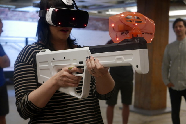 ARENA Infinity Strike VR 女性