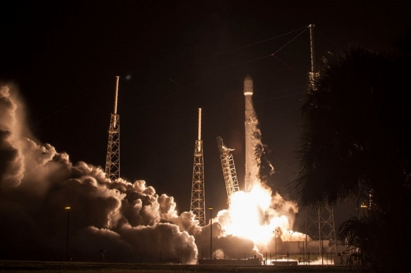 SpaceX、スカパー衛星の打ち上げで、今年8度目のミッション成功