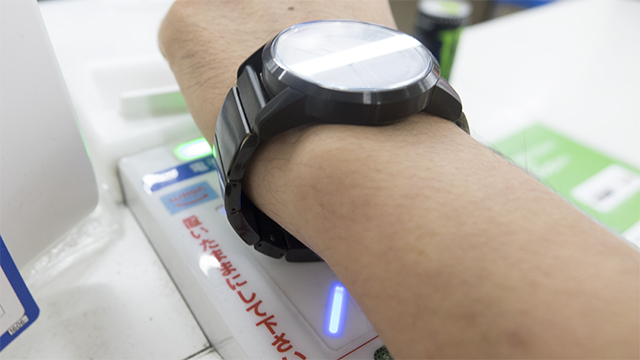 wena wristで電子マネーを使ってみた