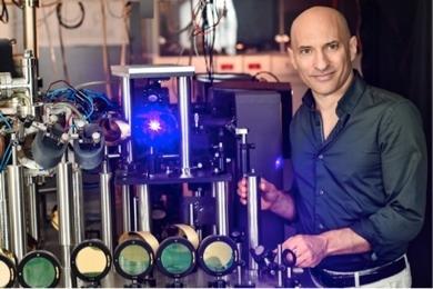 イスラエル工科大のJeff Steinhauer教授の研究室