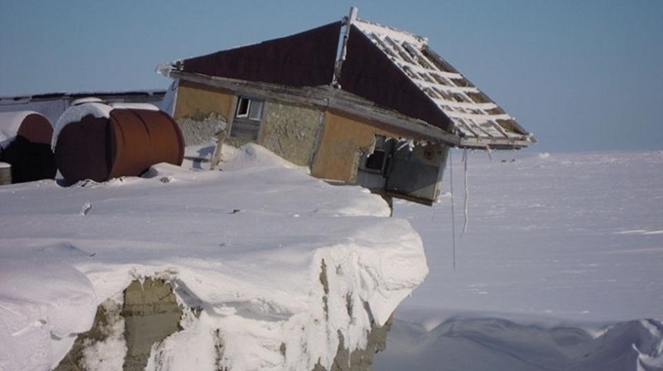 気象台が崖から落ちそうに…今年のロシアの夏はデンジャラス