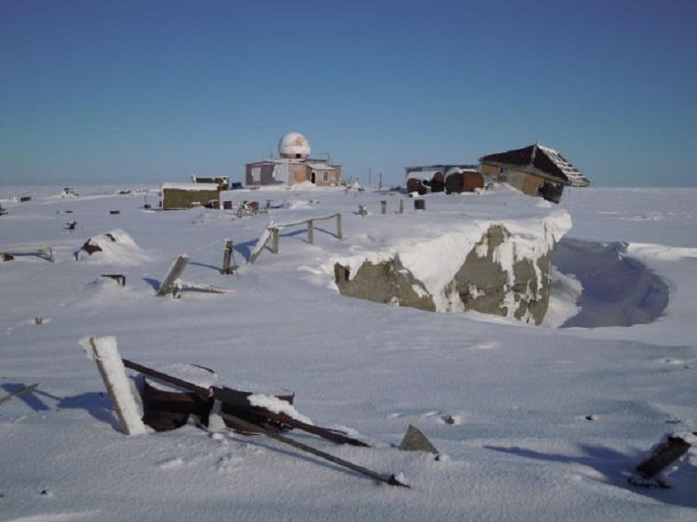 ロシアの北極圏の夏はデンジャラス、遠くから