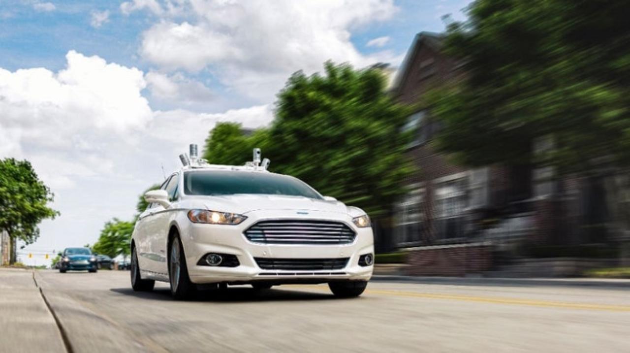 ハンドルもブレーキもない完全「自動運転車」フォードが発売を計画中