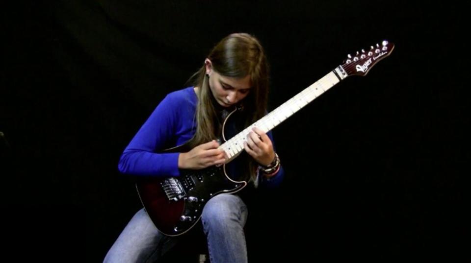 17歳のメタルジェンヌ、Tina Sちゃんがベートーヴェンの「月光 第3楽章」を演奏