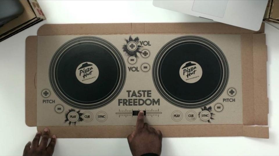 DJプレイのできるピザボックスがピザハットから登場