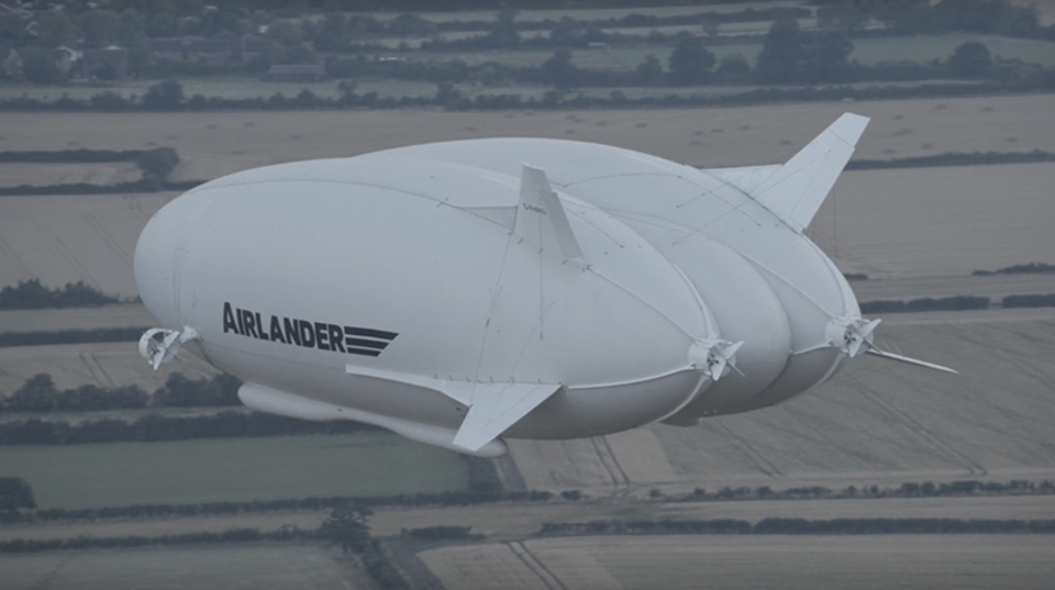 空飛ぶお尻こと世界最大の航空機が初フライトに成功!