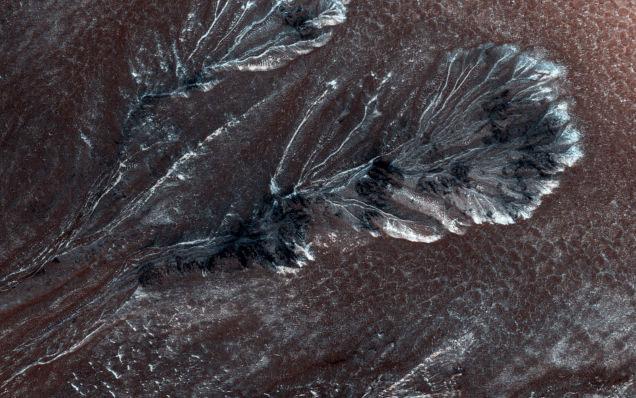 火星のテラフォーミングに核爆発はそんなに必要ないかも、火星の凍った峡谷