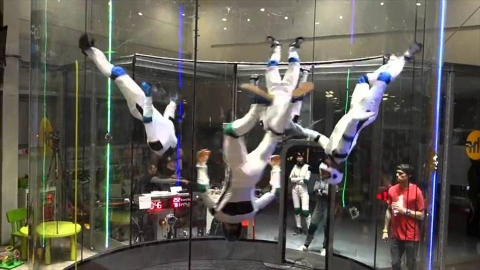 五輪競技にしてほしい、空中で舞う華麗なシンクロ