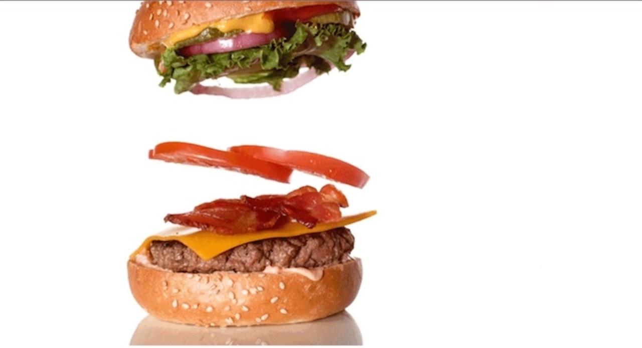 CMでおなじみ。きれいに積み重なったハンバーガーの撮影の裏側