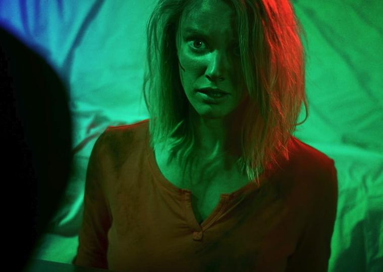 VFXアーティスト作のホラー映画「ザ・ネオン・デッド」のB級臭がたまらない