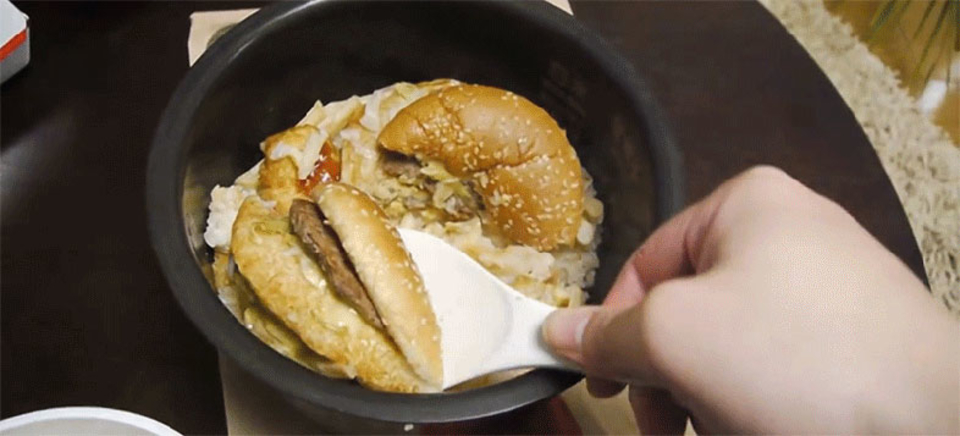 ネット民のやってみた動画で犠牲になった、マクドナルドのハンバーガーたち