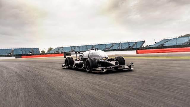 世界初の自動運転車によるカーレース「Roborace」テストカー1