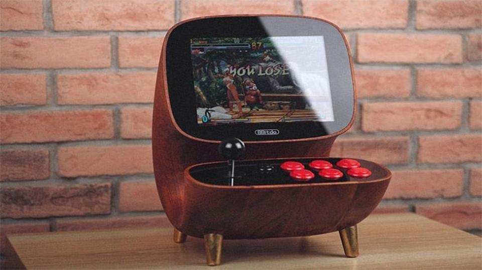 大人ゲーマーのインテリア? おしゃれでかわいい木製デスクトップアーケード筐体