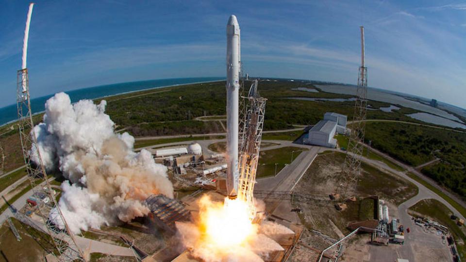 SpaceXのロケット再利用の詳細が明らかに。Falcon 9を年内に打ち上げへ