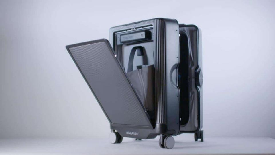 まるで忠犬! どこでもついてくるスーツケース「CowaRobot R1」